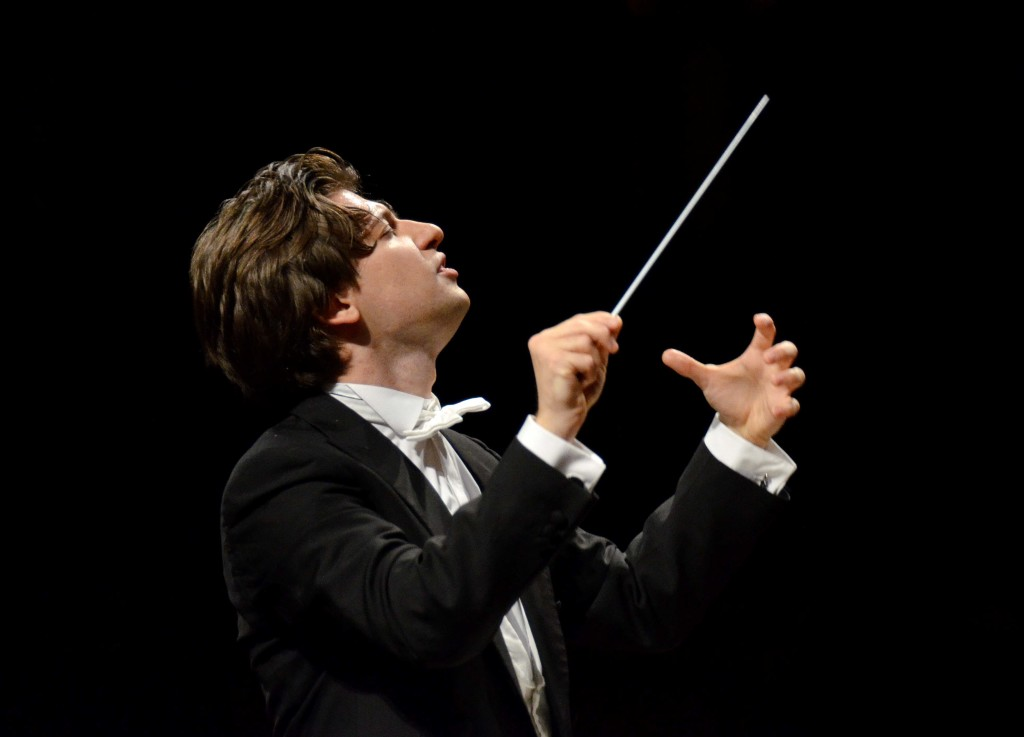 Daniele Rustioni conducting (Photo Cofano)