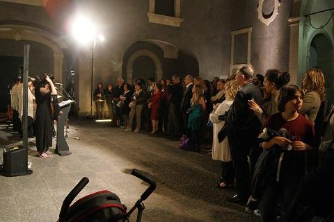 FPC, 2 il pubblico nella corte della Fondazione Puglisi Cosentino